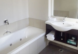 Executive Studio Spa Bath accommodation hamilton